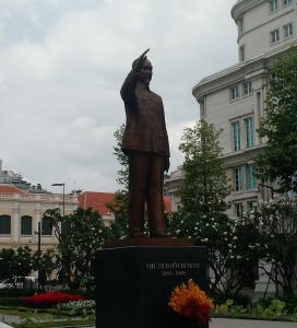 Estátua de Ho Chi Minh no Centro de Saigon, Cidade de Ho Chi Minh, sul do Vietnã. Ho Chi Minh City (HCMC) in southern Vietnam.