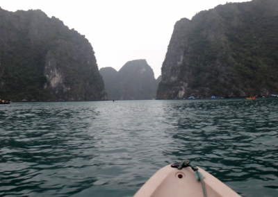 kayaking-in-ha-long-bay