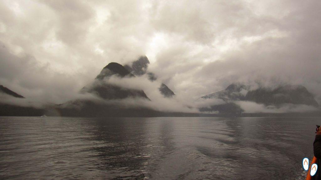 Milford Sound com neblina