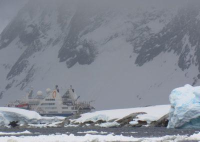 montanhas-na-antartida-peterman-island